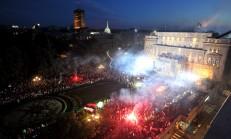 Beograd, 18. septembra 2017 - Vise hiljada gradjana pozdravilo je i proslavilo uspeh srebrnih kosarkasa Srbije sa Evropskog prvenstva u Istanbulu na tradicionalnom mestu uspeha, ispred balkona Skupstine Beograda. FOTO TANJUG / DIMITRIJE GOLL / bb